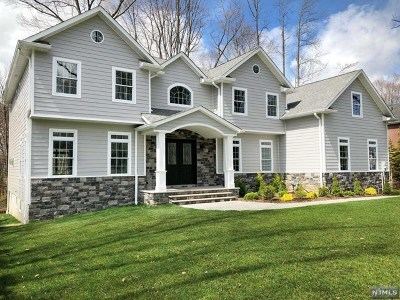 Bergen County Single Family Home For Sale: 45 Kristin Place