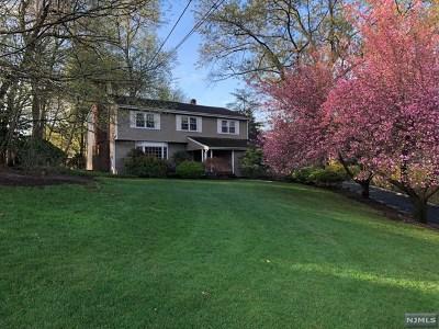 Franklin Lakes Single Family Home For Sale: 221 Wayfair Circle