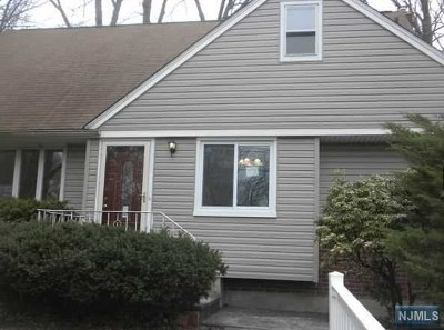 Teaneck Single Family Home For Sale: 422 Newbridge Road