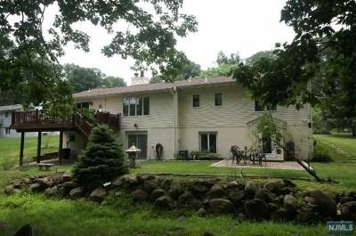 North Haledon Single Family Home For Sale: 72 Thornton Drive