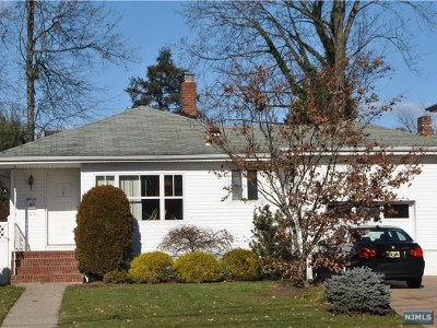 Bergenfield Single Family Home For Sale: 87 West Church Street