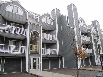 East Rutherford Condo/Townhouse For Sale: 38 Triumph Court