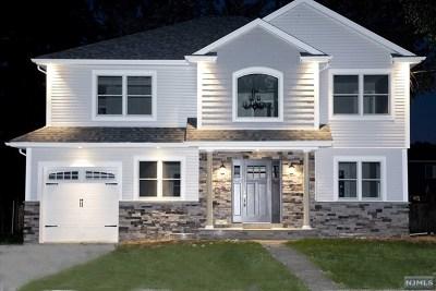 Saddle Brook Single Family Home For Sale: 112 Danna Way