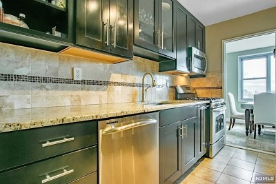 Fort Lee Condo/Townhouse For Sale: 2100 Linwood Avenue #7s