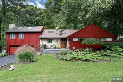 Hillsdale Single Family Home For Sale: 25 Brookview Terrace