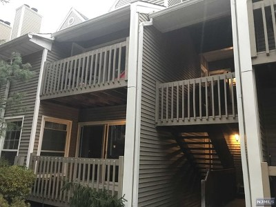 Palisades Park Condo/Townhouse For Sale: 546 Windsor Drive #546