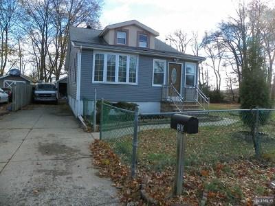 Wayne Single Family Home For Sale: 510 Riverside Drive