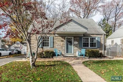 Bergenfield Single Family Home For Sale: 22 John Place
