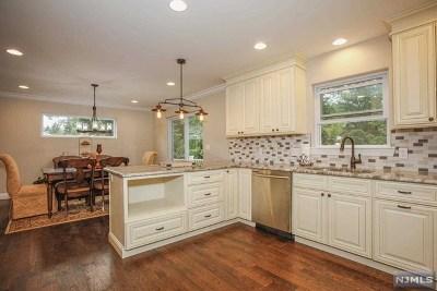 Waldwick Single Family Home For Sale: 43 Bergen Avenue