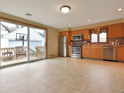 Bergenfield Single Family Home For Sale: 10 Banta Place