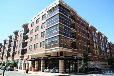 West New York Condo/Townhouse For Sale: 22 Ave At Port Imperial #305
