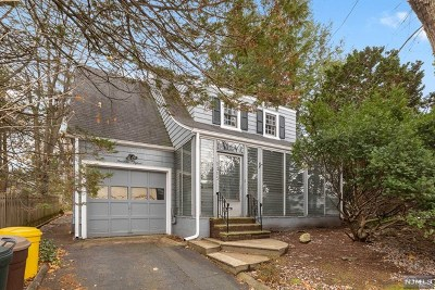 Teaneck Single Family Home For Sale: 1415 Milford Terrace