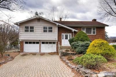 Wayne Single Family Home For Sale: 19 Surrey Drive