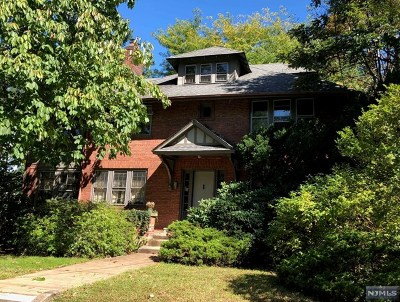 Teaneck Single Family Home For Sale: 413 West Englewood Avenue