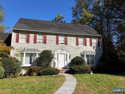 Upper Saddle River Single Family Home For Sale: 53 Gristmill Lane