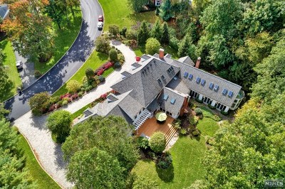 Franklin Lakes Single Family Home For Sale: 425 Devonshire Drive