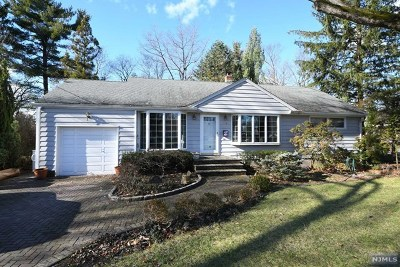 Paramus Single Family Home For Sale: 673 Beverwyck Place