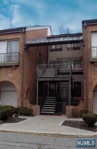 Teaneck Condo/Townhouse For Sale: 3 Eliot Court #3