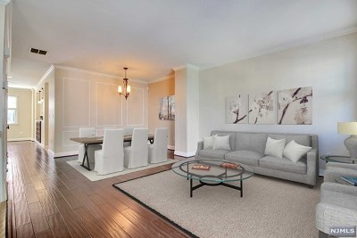 West New York Condo/Townhouse For Sale: 270 Roslyn Court
