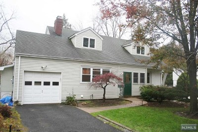 Teaneck Single Family Home For Sale: 957 East Lawn Drive
