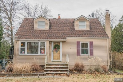 Pompton Lakes Single Family Home For Sale: 208 Garden Road