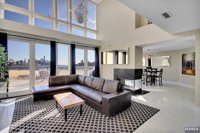 Weehawken Condo/Townhouse For Sale: 600 Harbor Boulevard #672