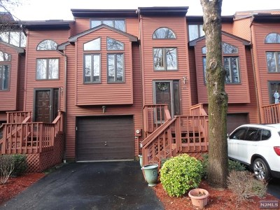 Saddle Brook NJ Condo/Townhouse For Sale: $345,000