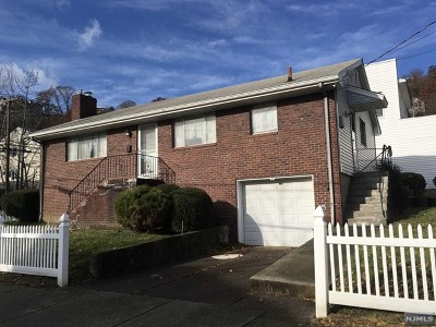 Edgewater Single Family Home For Sale: 4 Edgewater Place