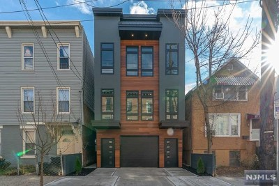 Jersey City Condo/Townhouse For Sale: 252 New York Avenue #1