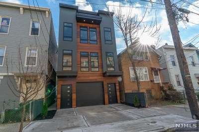 Jersey City Condo/Townhouse For Sale: 252 New York Avenue #2