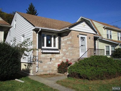 Totowa Single Family Home For Sale: 109 William Place