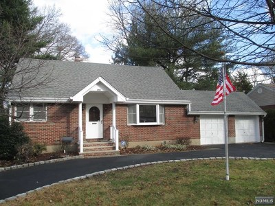 Paramus Single Family Home For Sale: 253 Oradell Avenue