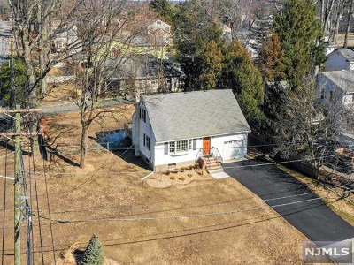 Midland Park Single Family Home For Sale: 3 Colonial Road