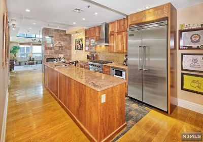 Jersey City Condo/Townhouse For Sale: 81 Montgomery Street #7