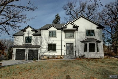 Paramus Single Family Home For Sale: 99 Circle Drive