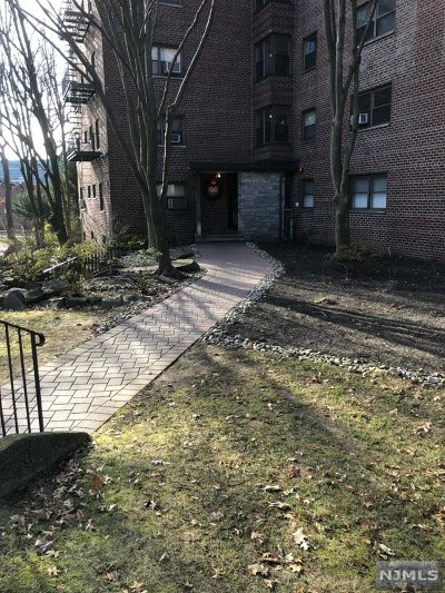 Fort Lee NJ Condo/Townhouse For Sale: $132,000