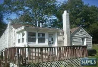 West Milford Single Family Home For Sale: 7 North Glenwood Road
