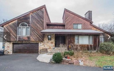 Passaic County Single Family Home For Sale: 136 West Lionhead Drive