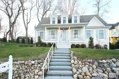 Essex County Single Family Home For Sale: 2 Gates Lane