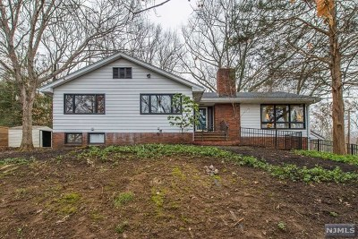 Wayne Single Family Home For Sale: 51 Basswood Terrace