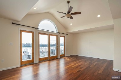 Cliffside Park Single Family Home For Sale: 124 Pine Street