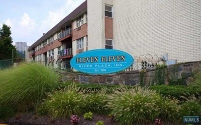 Edgewater NJ Condo/Townhouse For Sale: $207,100
