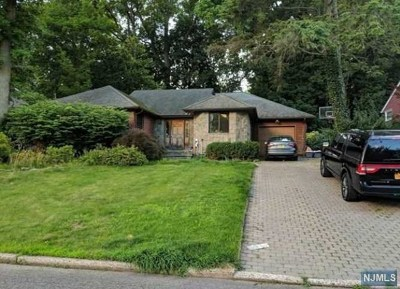 Tenafly Single Family Home For Sale: 109 Lylewood Drive