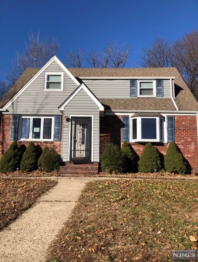 Teaneck Single Family Home For Sale: 690 Lucy Avenue