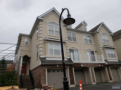 Secaucus Condo/Townhouse For Sale: 142 Blue Heron Drive #142