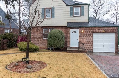 Teaneck Single Family Home For Sale: 93 East Lawn Drive