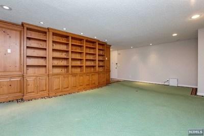 Cliffside Park Condo/Townhouse For Sale: 300 Winston Drive #D