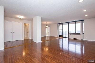 Cliffside Park Condo/Townhouse For Sale: 300 Winston Drive #3111