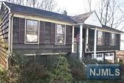 Mahwah Single Family Home For Sale: 8 King Street
