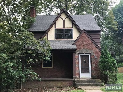 Teaneck Single Family Home For Sale: 156 Van Buren Avenue